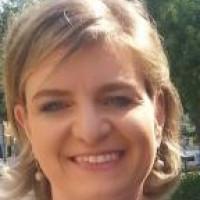 Julia E Hoch